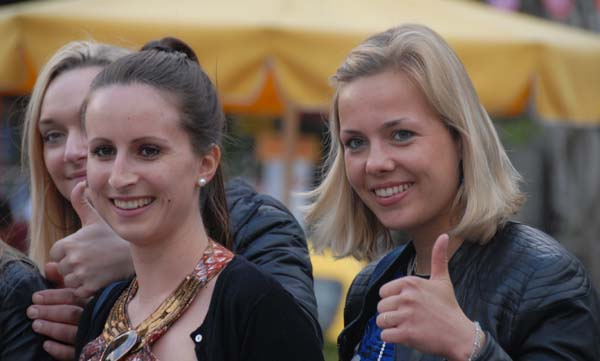 Almanlar az farkla Rus turistlerin önünde
