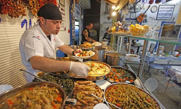 İstihdam en çok konaklama ve yeme içme sektöründe azaldı