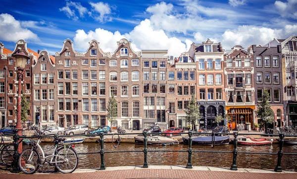 Turistler Amsterdam'ın yoğun bölgelerine gitmesin
