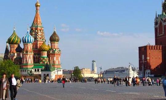 Rusya'da aşı kuyrukları başladı