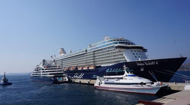 İki kruvaziyer gemisi Bodrum'a 2 bin 900 turist getirdi