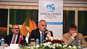 Bakan Ersoy, otel temsilcileriyle bir araya geldi