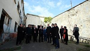 Bakan Ersoy,  tarihi Sinop cezaevini gezdi