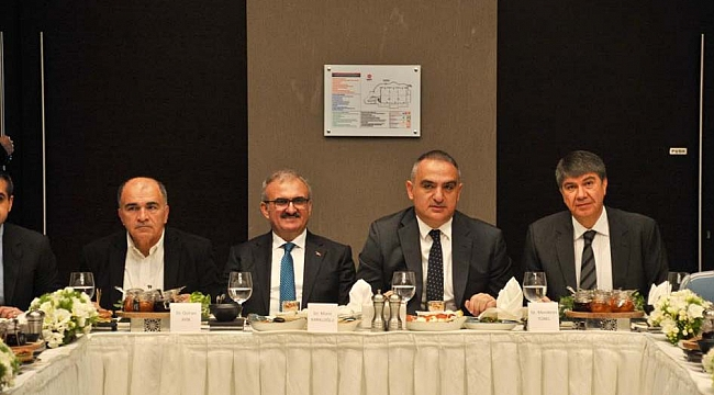 Bakan Ersoy, turizm sektör temsilcileriyle bir araya geldi