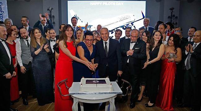 SunExpress, Dünya Pilotlar Günü'nü kutladı