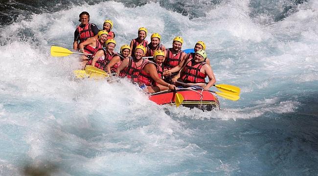 Her yıl bir milyon turist Köprülü Kanyon'da rafting yapıyor