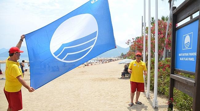 Marmaris Belediye Halk Plajı'na ''Mavi Bayrak'' verildi