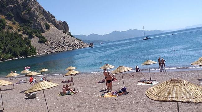 İtalya'da plajdan kum çalan turiste 1000 avro para cezası