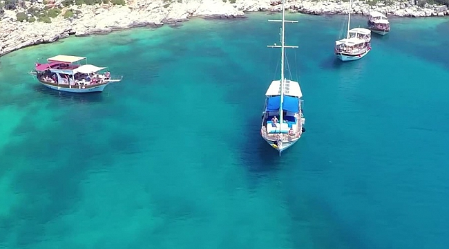 Turizmci de tatilci de bayram ediyor