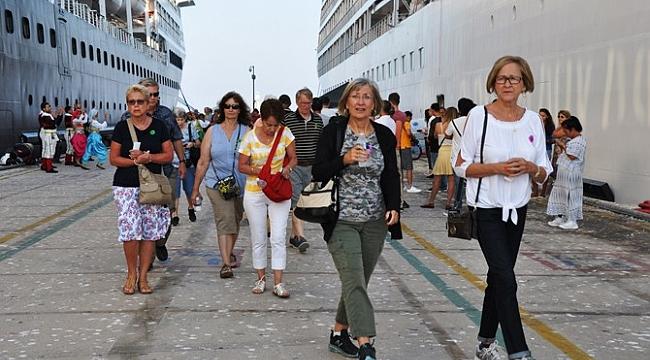 2,1 milyon kruvaziyer yolcusu ağırladı