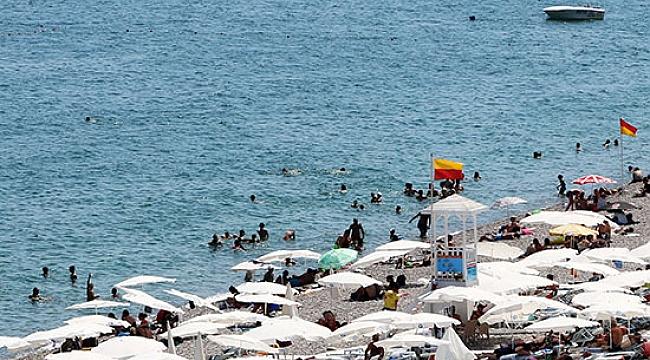 Konyaaltı Sahili'nde güvenle denize girilebilir