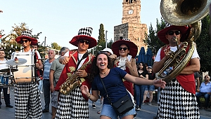 'Sokakta Şenlik Var'  etkinliklerine turist ilgisi