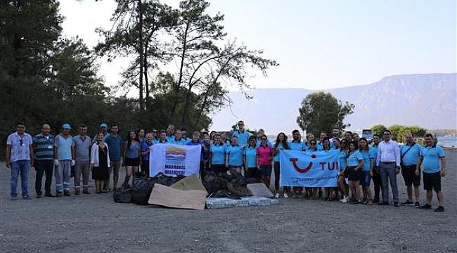 Tur operatörleri Marmaris'te çevre temizliği yaptı
