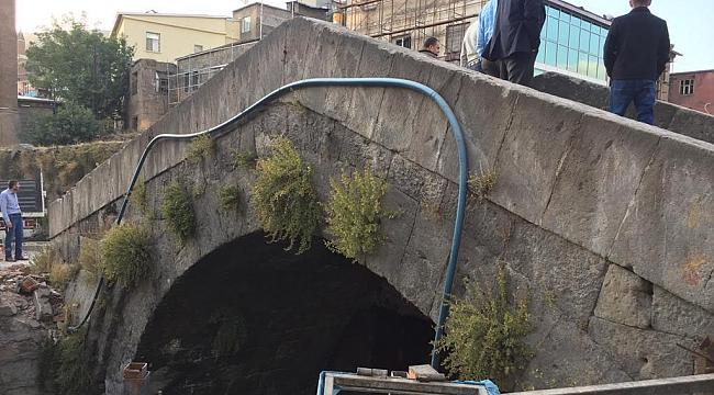 Otel yıkılınca tarihi köprü ortaya çıktı