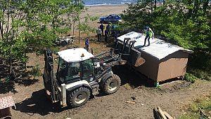 Sahilleri işgal eden kaçak yapılar yıkılıyor