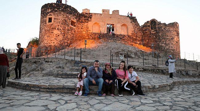 Kayaşehir ve Nevşehir Kalesi'ne ziyaretçi akını