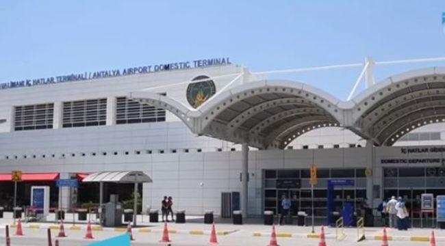 Antalya'ya bir günde 106 uçakla 20 bin yolcu geldi