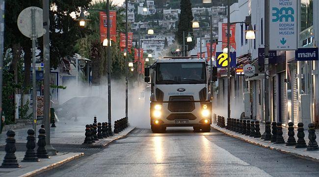 Bodrum'da cadde ve sokaklar dezenfekte edildi