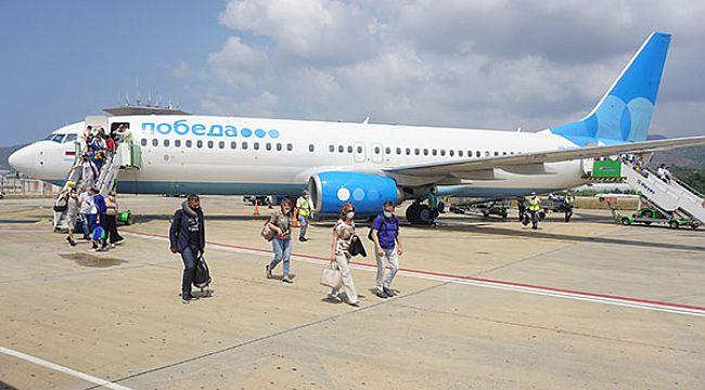 Gazipaşa Rusya'dan gelen ilk uçuşu karşıladı