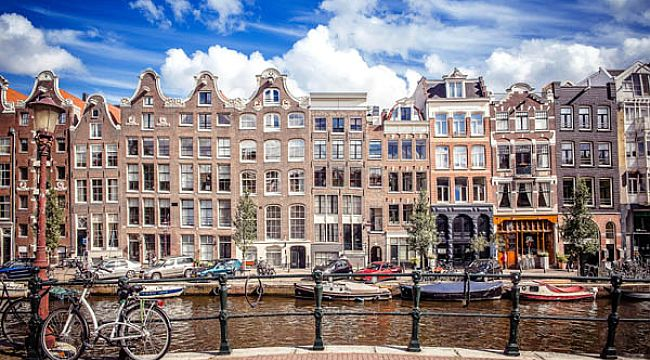 Koronavirüs kısıtlamaları Hollanda'yı karıştırdı
