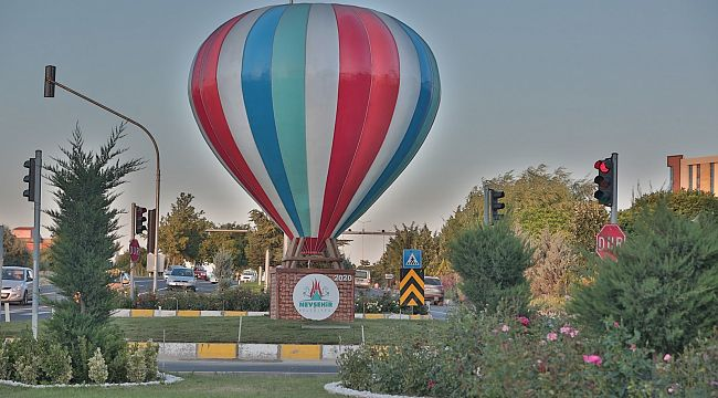 Ürgüp Caddesine dev balon maketi