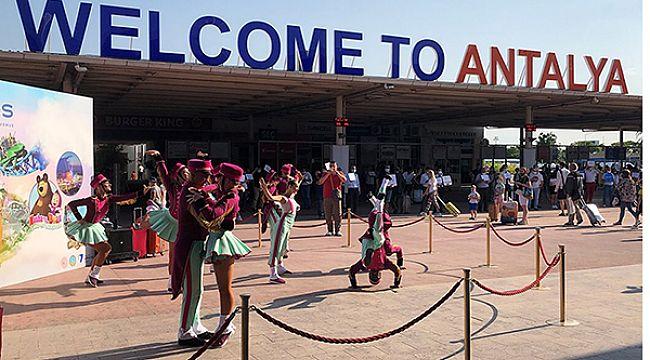 Antalya sezonu 75 uçak ile açtı