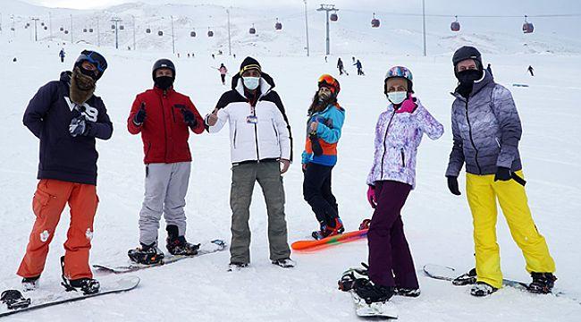 Sağlık çalışanlarına kayak eğitimi