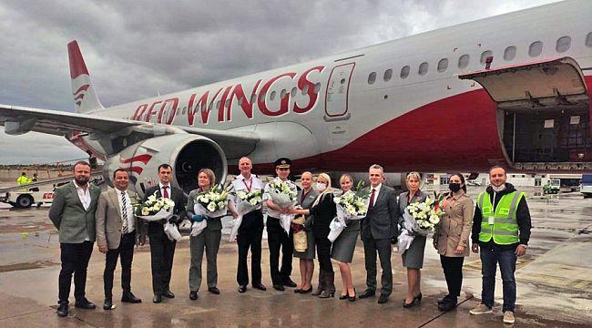 Moskova'dan Antalya'ya ilk turistleri getirdi
