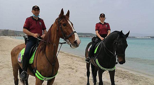 Atlı polisler Çeşme plajlarında denetimde