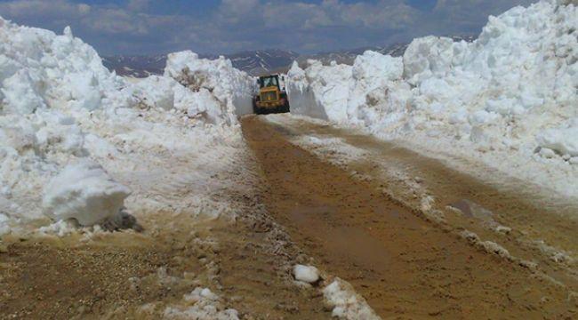 Turizmin başkenti Antalya'da, karla kaplı yollar açıldı