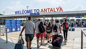Antalya'ya gökten Rus turist yağdı