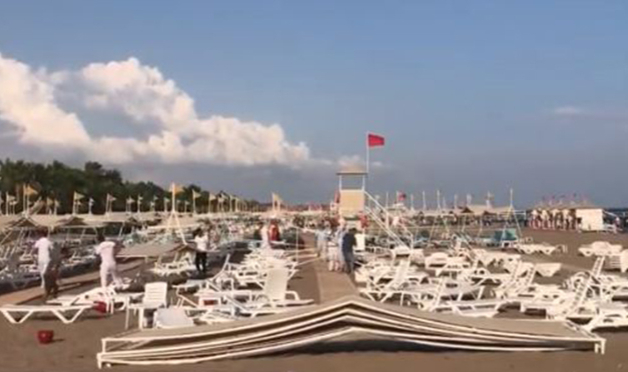 Antalya'da hortum: 6 turist yaralı
